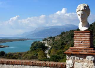Albańska przygoda - Mel Holiday