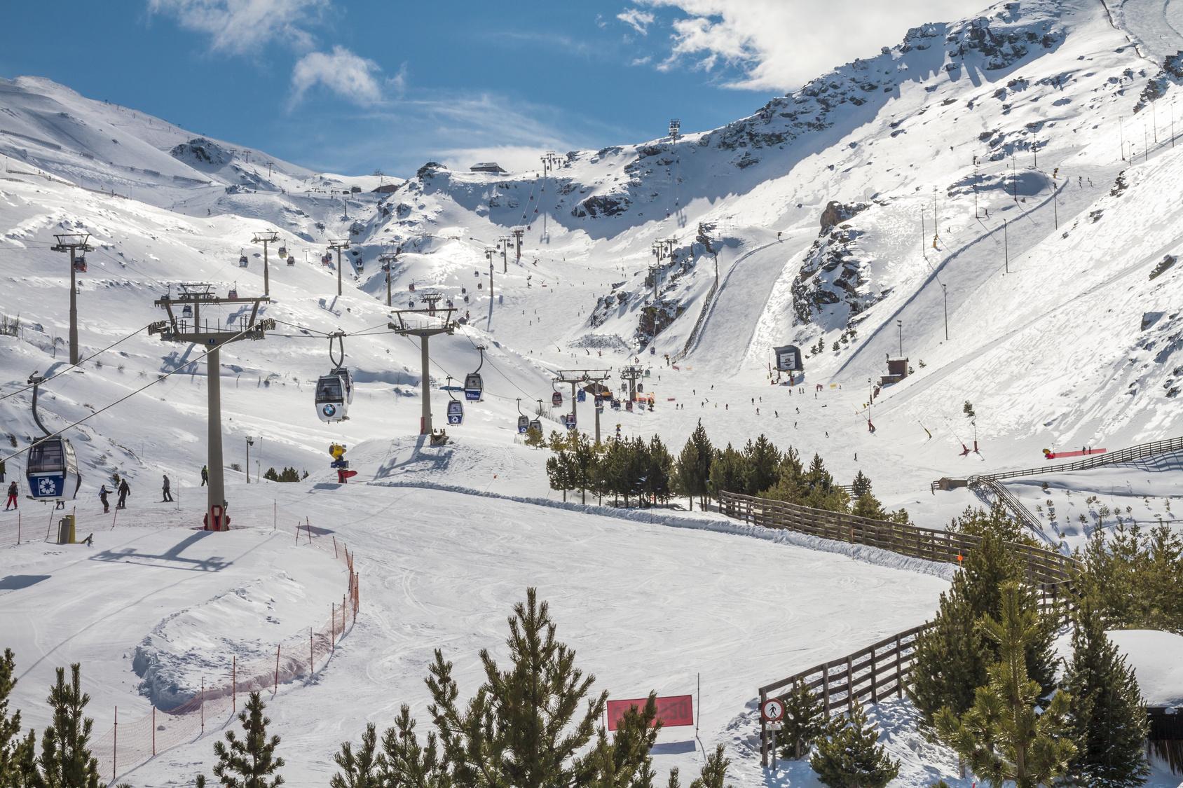 Sierra Nevada – wyjazdy na narty do Andaluzji. Sprawdź!